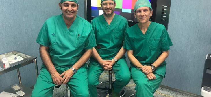 Antonio Alcaraz realiza la primera intervención de la Unidad de Patología Renal Compleja de Hospital San Rafael